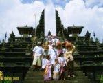 besakih temple, praying, bali, balinese, religion, hindu, bali hindu, balinese hindu, hindu religion, balinese hindu religion