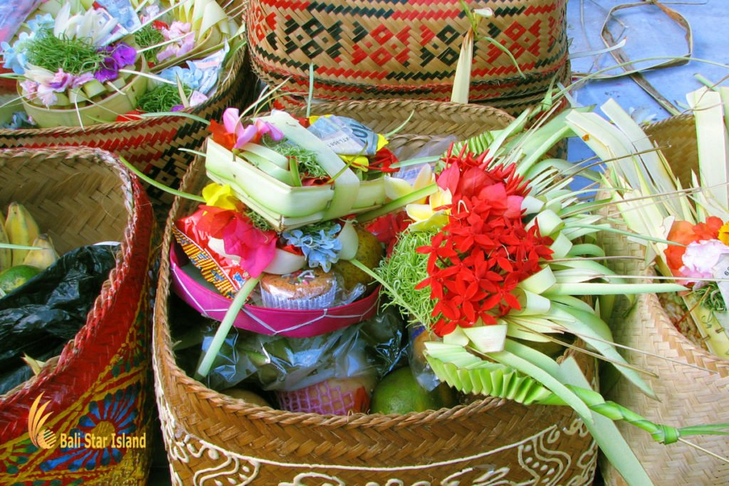 canang sari, offerings, bali, balinese, religion, hindu, bali hindu, balinese hindu, hindu religion, balinese hindu religion