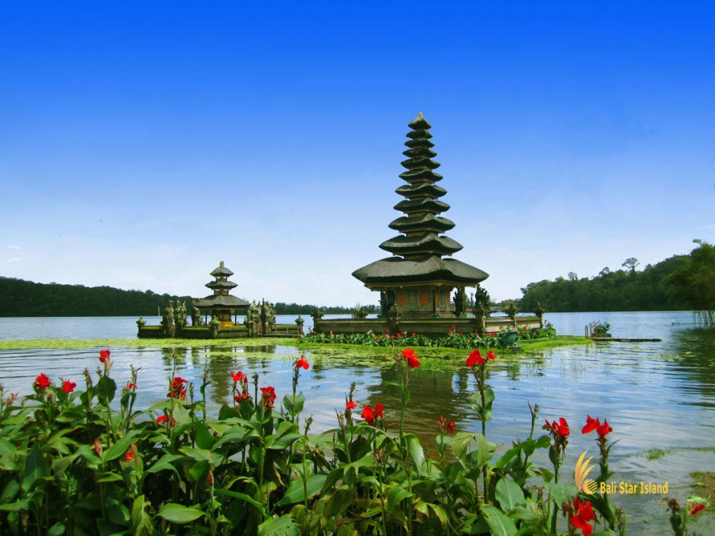 package 5 days Photogenic lake temple tour ulun danu, bali, bedugul, beratan, temples, ulun danu temple, bedugul bali, places, places of interest, lakes, temple on lake, bali temple on lake