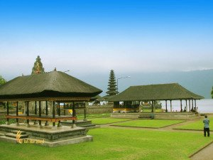 beratan temple, middle area, ulun danu, bali, bedugul, beratan, temples, ulun danu temple, bedugul bali, places, places of interest, lakes, temple on lake, bali temple on lake