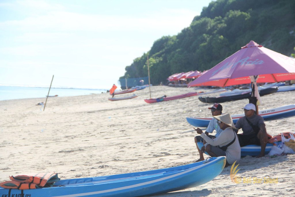 bali, beach, pandawa beach, white sand beach, secret beach, local society, canoe, canoe rental, fisherman