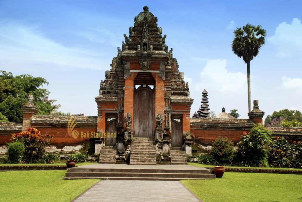 package 5 days Photogenic lake temple tour entrance, gateway, taman ayun, taman ayun temple, mengwi, bali, places, places of interest