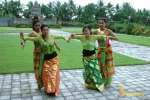 learning balinese cultures, bali, balinese, dance, balinese dance, balinese dance lesson, bali cultures, bali culture center, bali classic culture center