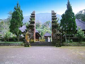 explore bali island to see tourist activities entrance, gateway, watukaru, batukaru, temple, watukaru temple, batukaru temple, pura, pura batukaru, bali, places, places of interest, bali places of interest