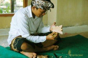wood carving, bali wood carving lesson, bali cultures, bali culture center, bali classic culture center