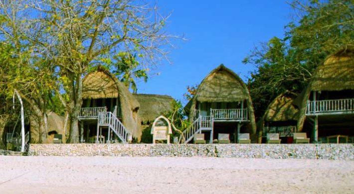 Bali Hai Tide Huts   Overnight Lembongan Cruise