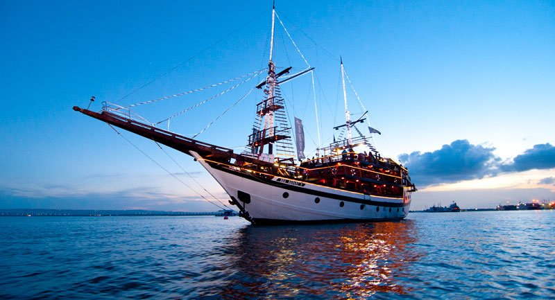 Bali Pirate Dinner Cruise – Sea Safaris Sunset Cruise Dinner