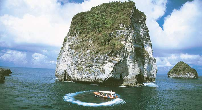 Three Islands Day Cruise – Ocean Rafting Bali Hai Cruises