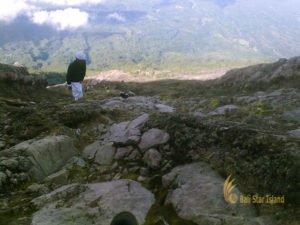 balinese climber, mount agung, bali, karangasem, mountain trekking, sunrise trekking, mount agung sunrise trekking
