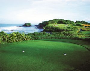hole 7 nirwana bali golf, nirwana bali golf course, signature hole nirwana bali golf, tanah lot golf course