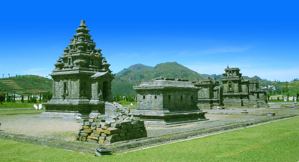java tour packages, borobudur dieng tours, craters, dieng, plateau, central java, volcano, volcanic, complex, dieng plateau, dieng colorful lake, dieng hindu temples