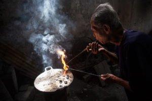process silver handicraft making, kotagede, kote gede, yogyakarta, silversmith, silvers, handicraft, kotagede yogyakarta, places to visit, yogyakarta places to visit
