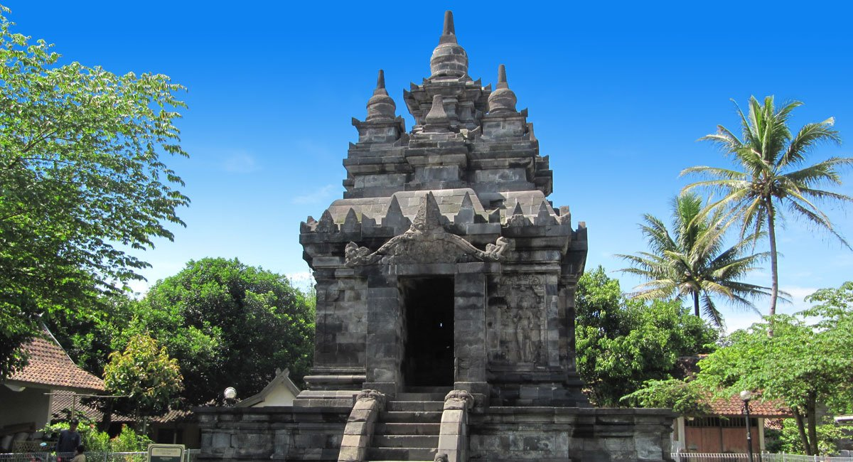 Pawon Temple, Central Java – Yogyakarta Places of Interest