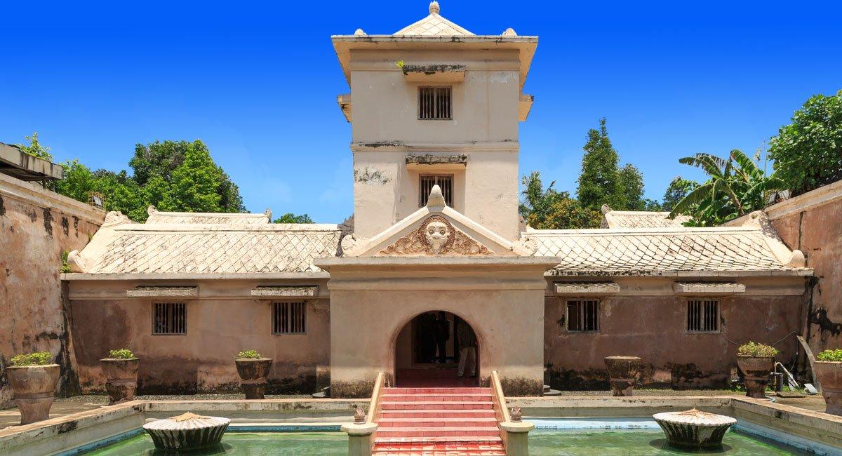 Taman Sari Yogyakarta – Sultanate Water Castle