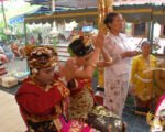 praying, offerings, balinese, bali, wedding, ceremony, balinese wedding, balinese wedding ceremony,
