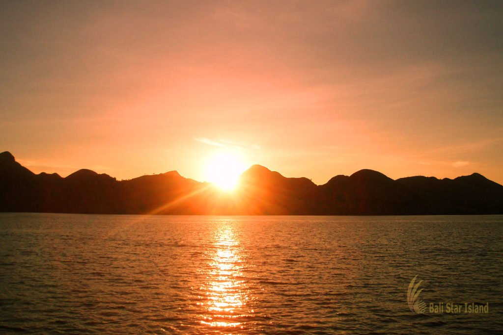 sunset, panoramic sunset, bidadari island, labuan bajo, bidadari island labuan bajo, komodo, national park, komodo national park