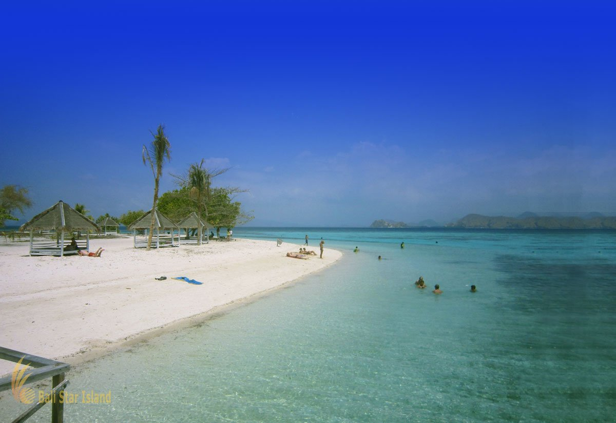 crystal beach, Kanawa island, labuan bajo, komodo national park