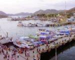 boat docking, labuan bajo port, labuan bajo, flores, labuan bajo flores, komodo, komodo national park