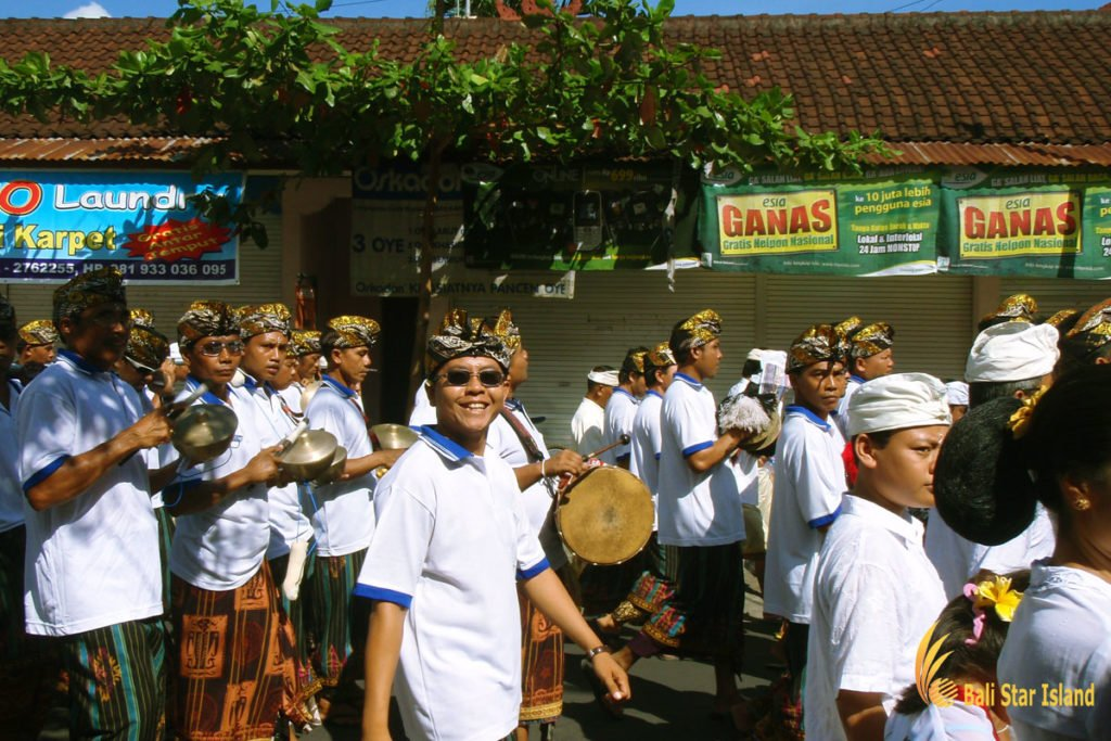 beleganjur, gamelan, bali, melasti ceremony, parade, hindu, bali melasti ceremony, parade