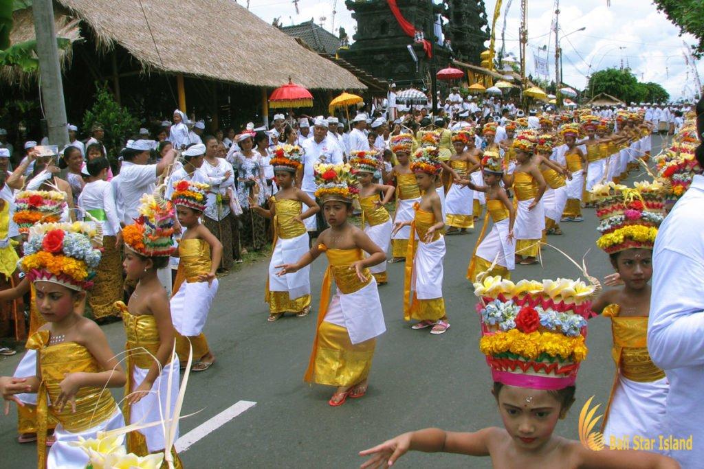holy dances, bali, melasti ceremony, parade, hindu, bali melasti ceremony, parade