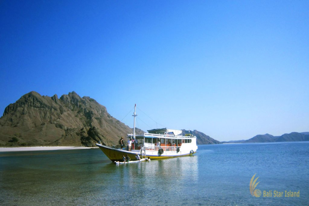 Komodo Packages 3 Days traditional boat, padar island, komodo, padar island komodo, komodo national park
