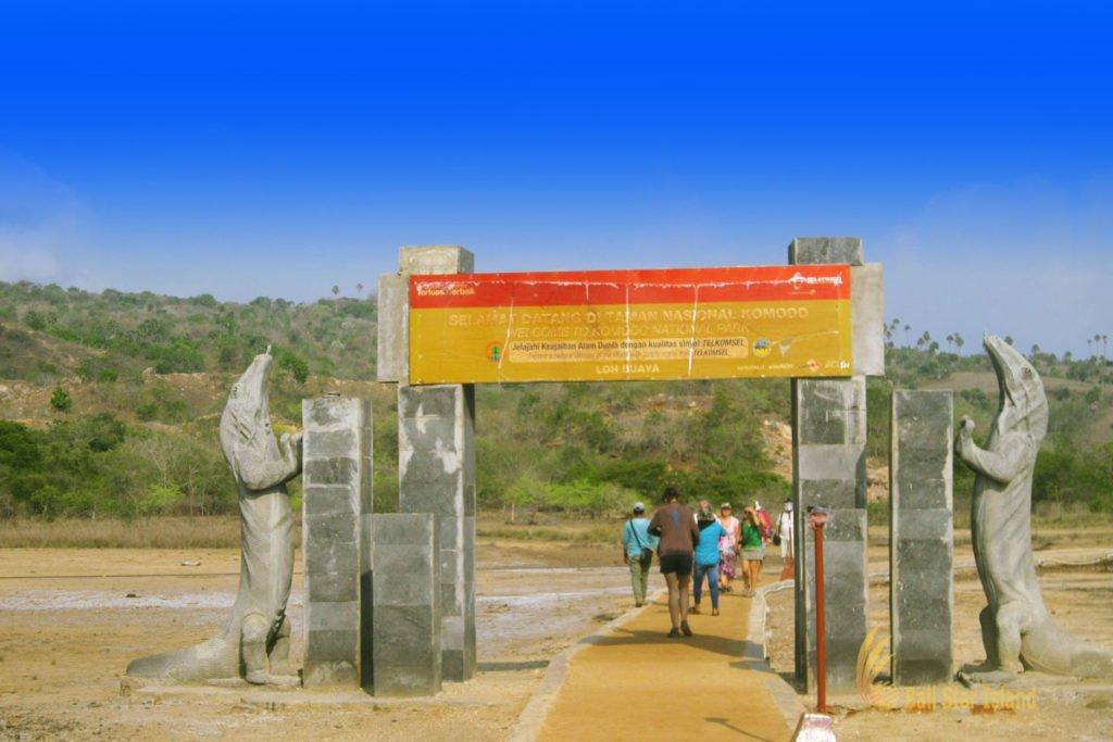 entrance, entrance gate, rinca, rinca island, komodo, komodo dragons, komodo national park
