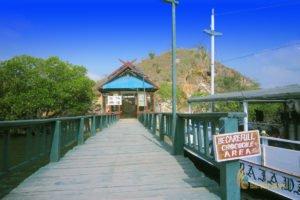 wooden bridge, loh buaya, crocodile bay, rinca island