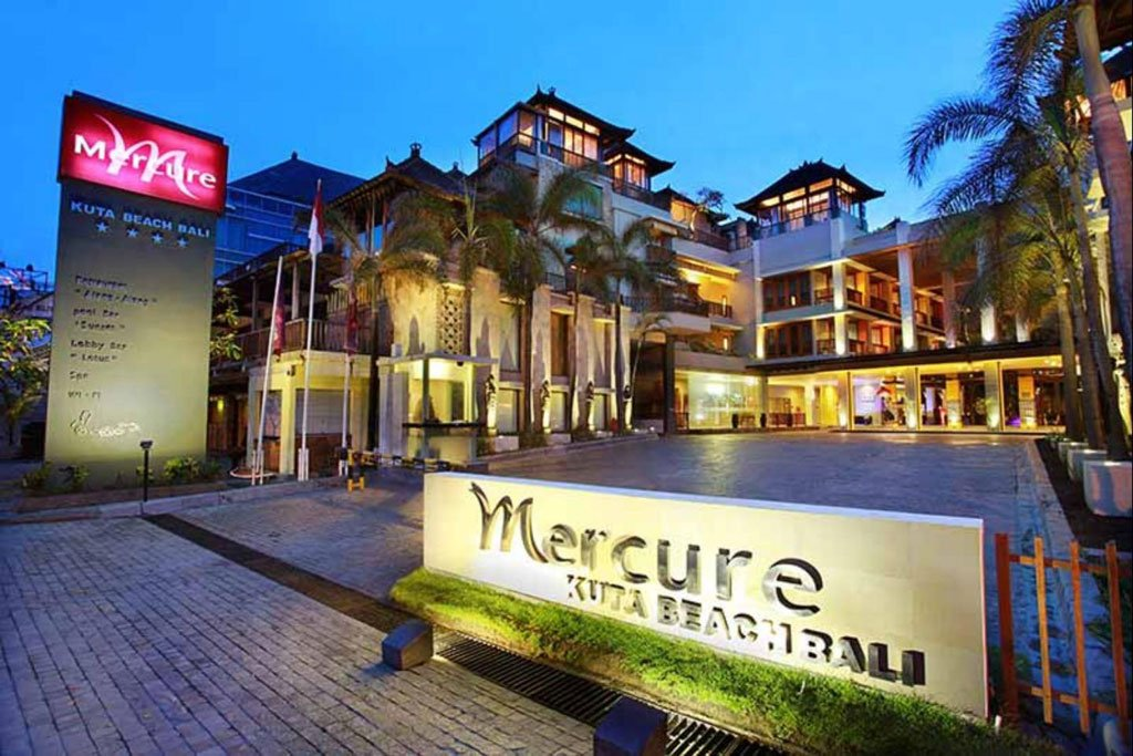 mercure kuta entrance, mercure kuta, mercure kuta hotel