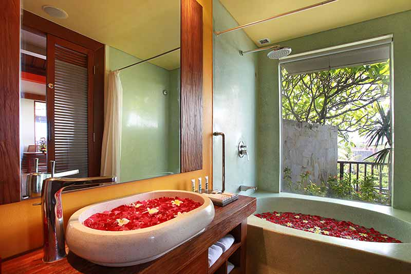 suite bathroom, suite bathroom mercure hotel, mercure kuta, mercure kuta hotel