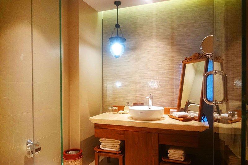 deluxe studio, deluxe studio bathroom, deluxe studio ramayana resort, studio ramayana resort