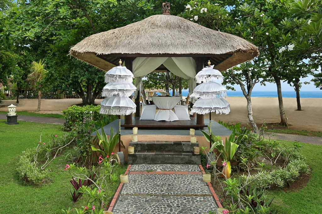 sanur hotel,mercure resort,mercure resort sanur,mercure sanur romantic dinner,romantic dinner