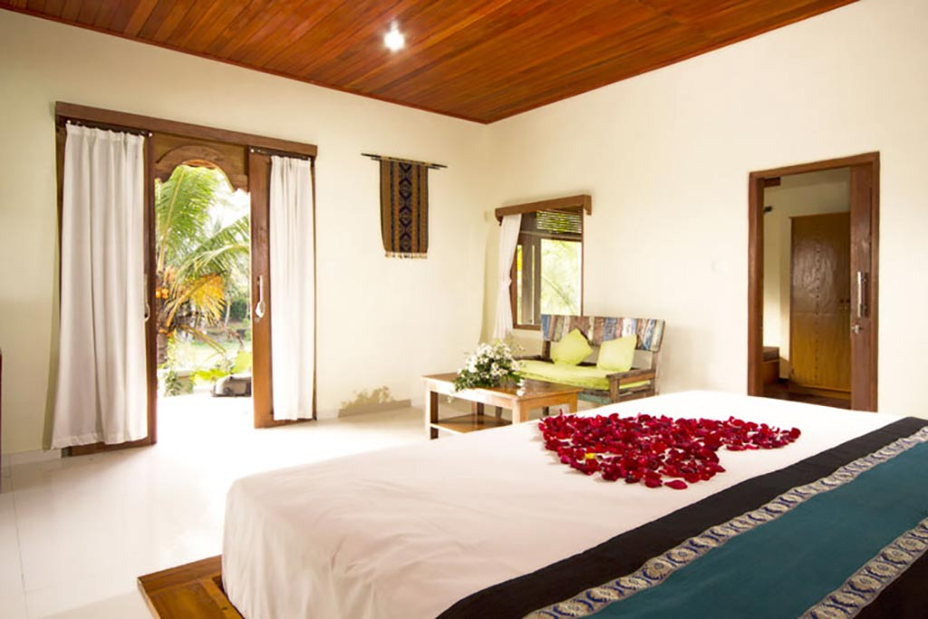 agung raka,agung raka bungalow,agung raka bungalow ubud,bedroom honeymoon suite agung raka bungalow