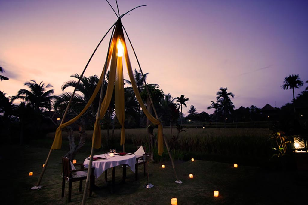 agung raka, agung raka bungalow, agung raka bungalow ubud bali, romantic dinner agung raka bungalow