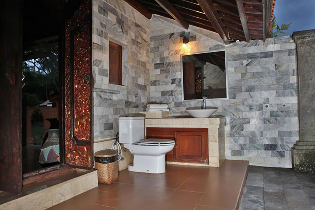 agung raka,agung raka bungalow,agung raka bungalow ubud, bathroom standard agung raka bungalow