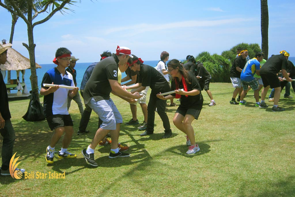 crazy ball, crazy ball games, garden team building, bali garden team building
