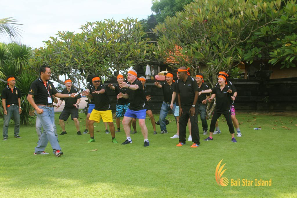 grouping session, group cheer, garden team building, bali garden team building