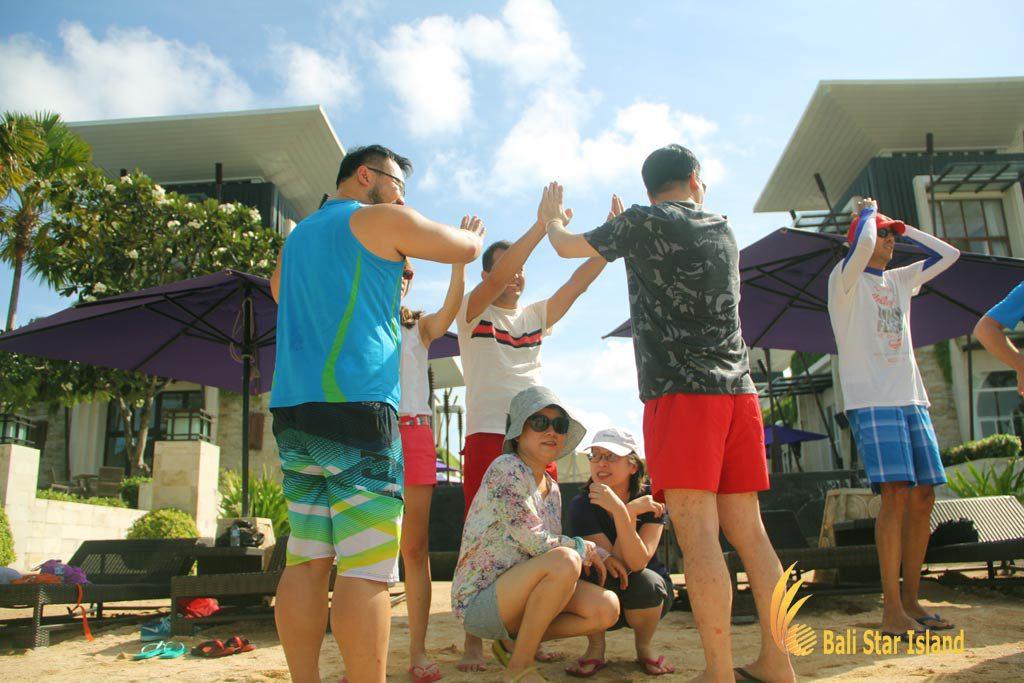 pearl in shell game, team building, bali beach team building