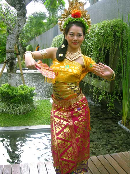 bali traditional dresses balinese dance, balinese dance dress, balinese constume photo, balinese costume photo tour