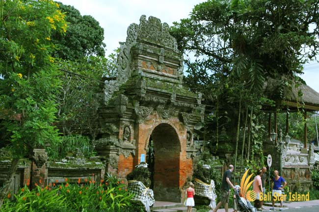 ubud palace, puri saren bali, royal heritage, top places to visit