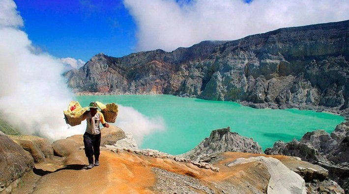 ijen crater, sulphur miner, tourist attraction