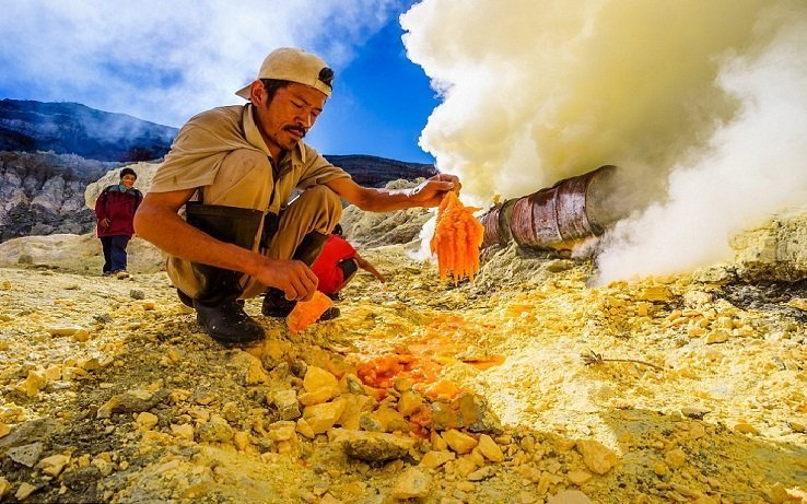sulfur miner, ijen crater, east java