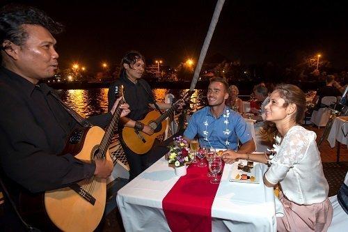 dinner lovina beach, live music