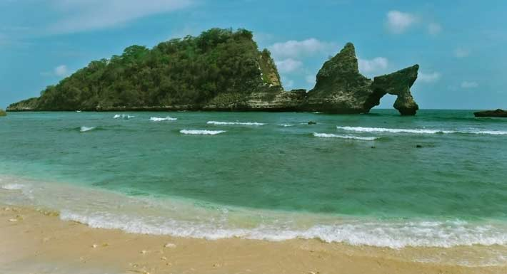 The Charm of Crystal Bay –  Nusa Penida