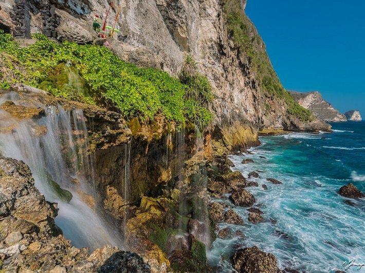peguyangan waterfall, nusa penida,